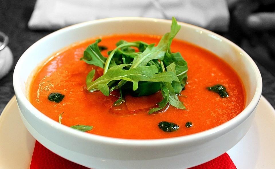 Jak rosół stał się pomidorową, czyli opowieść o ważności domowych rytuałów.