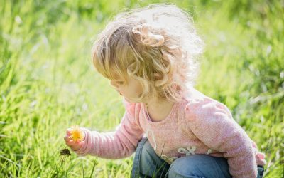 Wspomaganie procesu rozwoju sensorycznego dzieci w środowisku domowym.